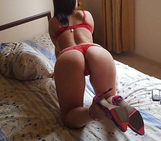 Στο κρεβάτι τα κάνω όλα (φουλ πρόγραμμα), μου να με παίρνουνε με τις γόβες μου στα όρθια ή πάνω στο κρεβάτι. - Εικόνα4