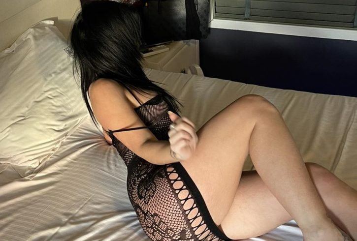 Είμαι μια καυλιάρα Ελληνίδα και περιμένω στο τηλέφωνο σοβαρούς Κυρίους για όλα τα παιχνίδια του σεξ. - Εικόνα1